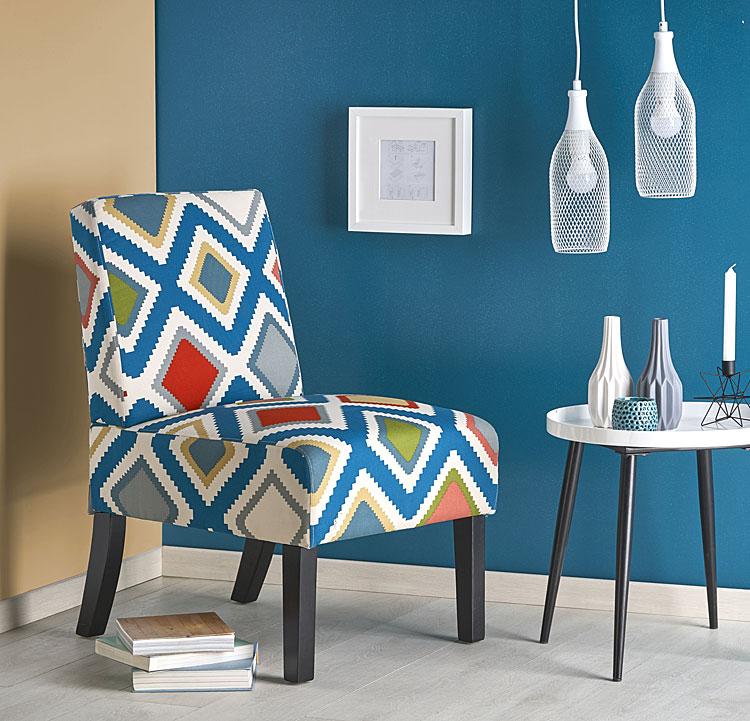 Wzorzysty, wielobarwny fotel do salonu Lavir